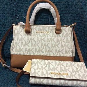 New set $500 LAST ONE WALLET+BAG AUTHENTIC MICHAEL